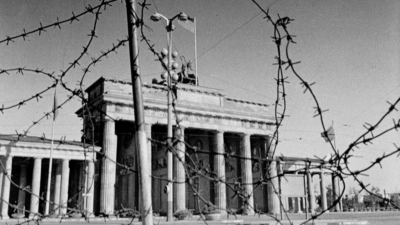 Brandenburger Tor hinter Stracheldraht